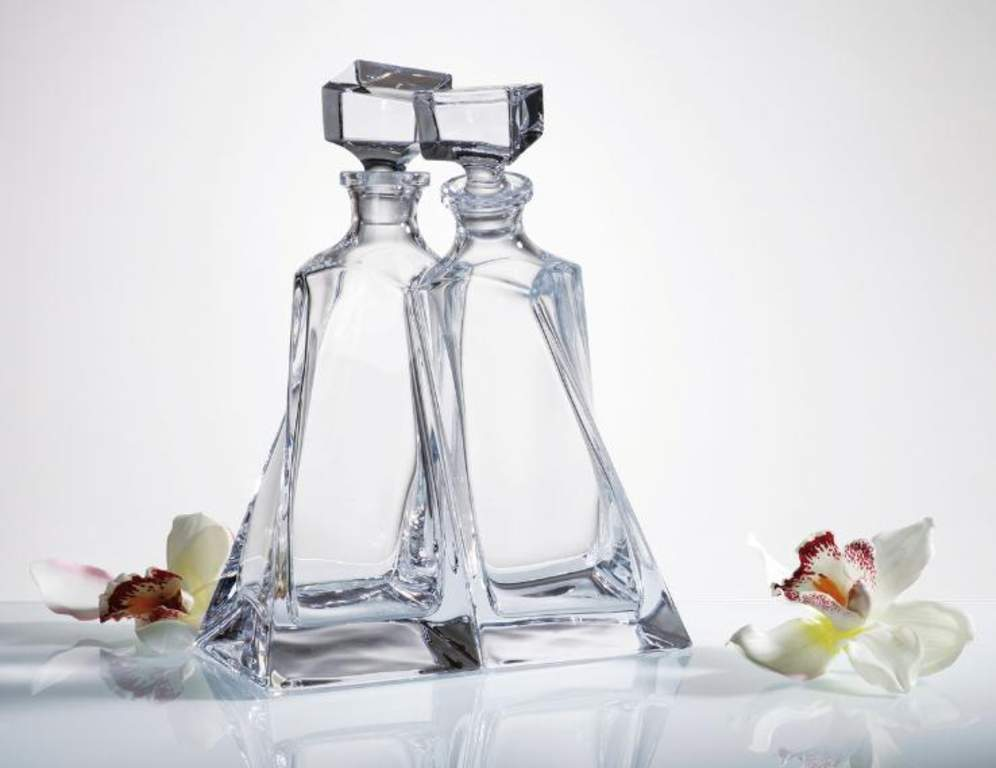 entwined crystal decanters engraved solavia fine glassware. Black Bedroom Furniture Sets. Home Design Ideas